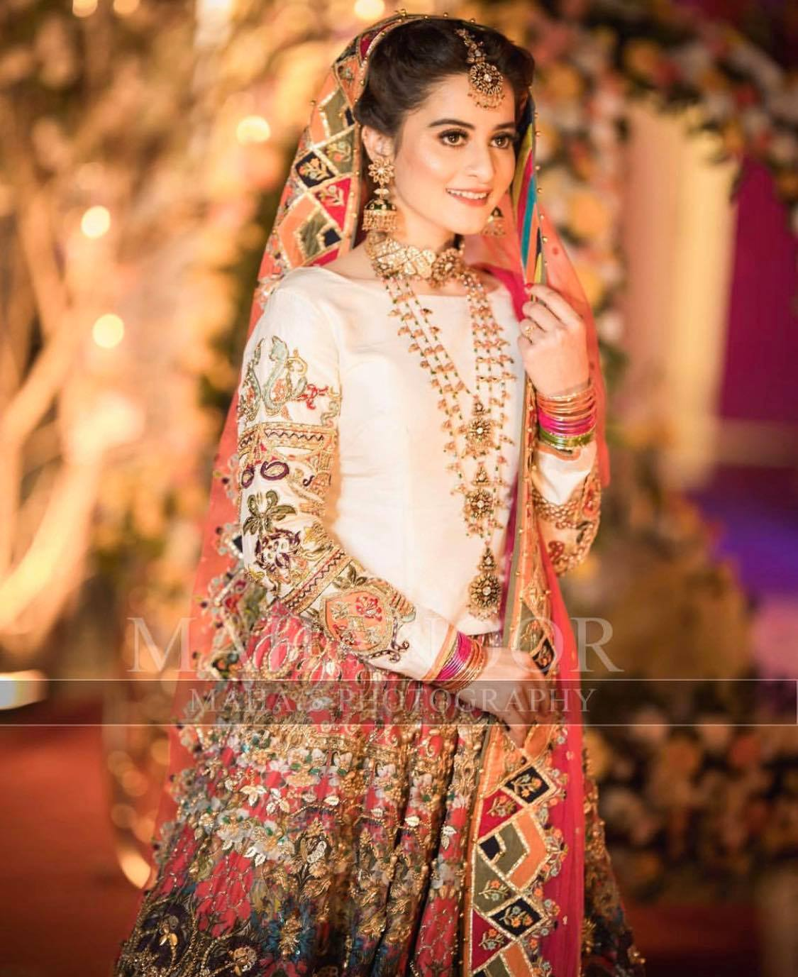 Beautiful Mehndi Dresses Pakistani Actresses